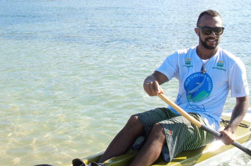 Com treinos diários, o jovem Alef da Silva, de 22 anos, já conquistou nove troféus em competições pelo Brasil e treina para etapa no Tahiti.